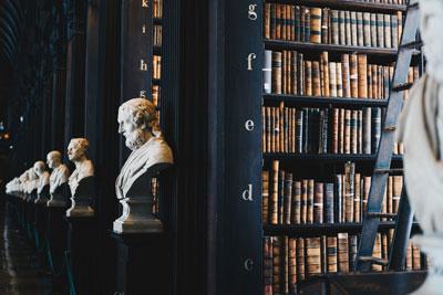 jogi-csarnok-és-könyvtár